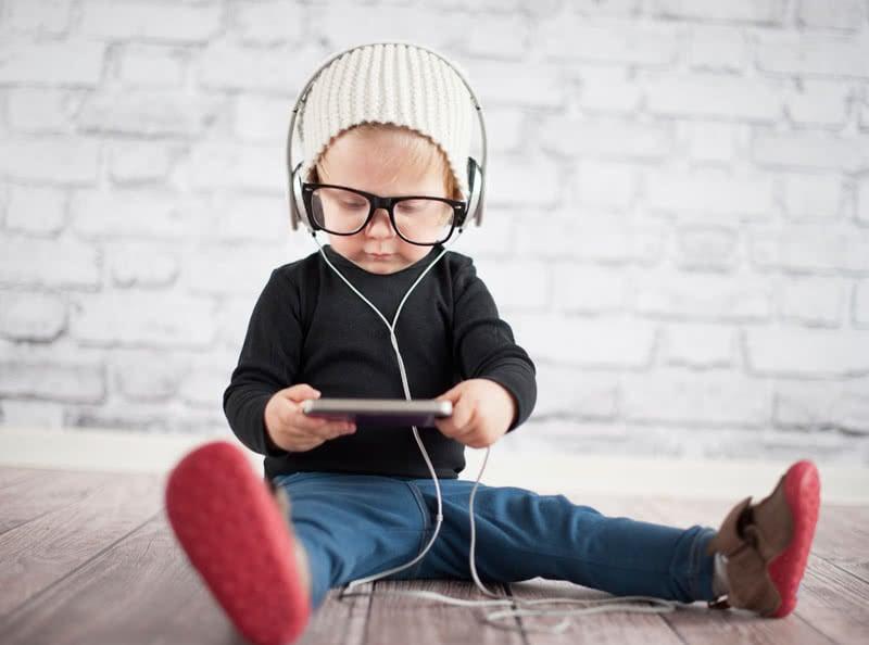 Die Digitalisierung der Kindheit: Wie Smartphones und Co. unseren Nachwuchs beeinflussen