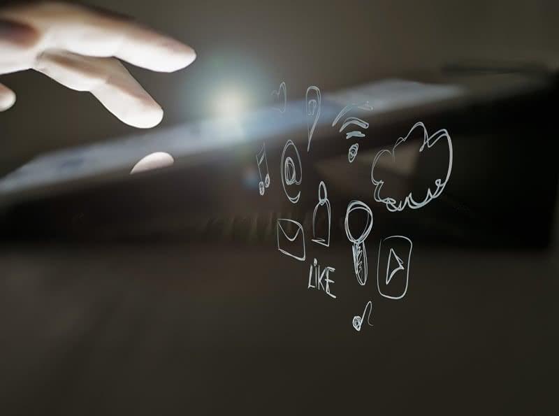 E-Mail-App auf dem Smartphone: Browser, App oder das bordeigene Mailprogramm?
