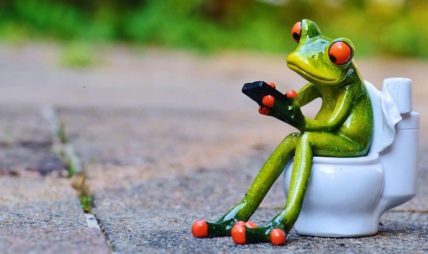 Jedem 5. fällt das Smartphone in die Toilette